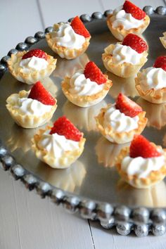 These Strawberries and Cream Tarts Ingredients 15 miniature phyllo cups, thawed ½ cup vanilla greek yogurt ½ cup frozen whipped topping, thawed 1 Tbsp Coffee Mate French Vanilla Creamer 1 cup strawberries, diced Instructions In a small bowl, m Mini Desserts, Easy Easter Desserts, No Bake Desserts, Just Desserts, Dessert Recipes, Healthy Desserts, French Vanilla Creamer, Phyllo Cups, Vanilla Greek Yogurt