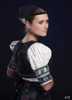 Folk costume from Pliešovce in Slovakia Costumes Around The World, Folk Embroidery, Beautiful Costumes, Folk Costume, Pictures To Paint, Beautiful People, Culture, Dresses, Vestidos