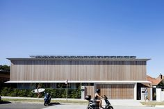 Image 1 of 27 from gallery of Bondi House / James Garvan Architecture. Photograph by Brett Boardman Australian Architecture, Architecture Photo, Beautiful Architecture, Newport House, Timber Battens, Conceptual Framework, House Photography, Ground Floor Plan, Beaches In The World