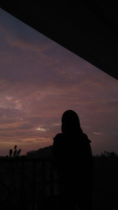Sky Aesthetic, Aesthetic Photo, Aesthetic Pictures, Girl Photo Poses, Girl Photography Poses, Girl Hijab, Hijabi Girl, Girl Hiding Face, Islamic Girl