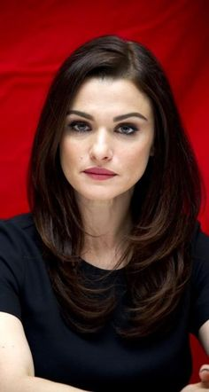 Layered haircut like Rachel Weisz ♥ :) Haircuts For Long Hair With Layers, Long Layered Haircuts, Long Hair Cuts, Medium Hair Styles, Curly Hair Styles, Rachel Weisz, Stylish Hair, Trendy Hairstyles, Black Hairstyles