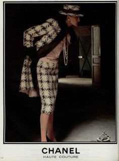 Important fact to know---- Vintage Chanel suit. Karl Lagerfeld takes over as designer and begins to reinvigorate the brand by modernizing the classic Chanel tweed suit, Chanel Fashion, 90s Fashion, Fashion Brands, High Fashion, Fashion Outfits, Coco Chanel, Chanel Jacket, Chanel Dress, Vintage Outfits