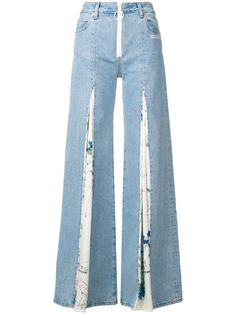 Unearth striking women's wide leg jeans at Farfetch from coveted luxury labels. Shop women's baggy jeans from unique luxury boutiques. Denim Fashion, Fashion Outfits, Best Jeans For Women, Diy Vetement, Mode Jeans, Denim Ideas, Wide Leg Denim, Perfect Jeans, Denim Pants