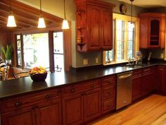 kitchen designs with oak cabinets Light Kitchen Cabinets, Kitchen Cabinet Design, Modern Kitchen Design, Kitchen Designs, New Kitchen, Kitchen Decor, Kitchen Ideas, Kitchen Paint, Country Kitchen