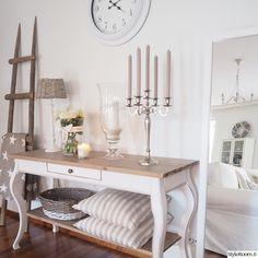 olohuone,sivupöytä,rottinki,riviera maison,kynttelikkö