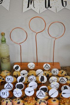 How to plan a Harry Potter Baby Shower for a new tiny muggle. This baby shower features food, decorations, and free printables. Harry Potter Halloween, Harry Potter Birthday, Harry Potter Diy, Harry Potter Cupcake Toppers, Harry Potter Cupcakes, Free Baby Shower Printables, Free Printables, Cupcakes For Boys, Ladybug Cupcakes