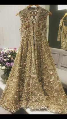 elanofficial: Stunning couture for a sunny Saturday. Pakistani Wedding Outfits, Bridal Outfits, Pakistani Dresses, Indian Dresses, Indian Outfits, Party Wear Dresses, Formal Dresses, Walima Dress, Party Kleidung