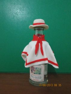 Bottle Chalan design Peruvian Independence Day, Chiminea, Clay Pots, Spray Bottle, Boho Wedding, Cleaning Supplies, Paper Crafts, Early Education, Peru Wedding
