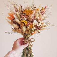 Discover recipes, home ideas, style inspiration and other ideas to try. Dried Flower Bouquet, Flower Bouquet Wedding, Dried Flowers, Dried Flower Arrangements, No Rain, Beautiful Flowers, Marie, Floral Design, Wedding Decorations