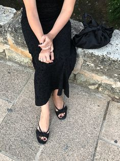 it, a shopping discovery app that allows you to instantly shop your favorite influencer pics across social media and the mobile web. Alcudia Old Town, Ascot, Dress Form, Summer Nights, Chanel Ballet Flats, Style Icons, Vintage Dresses, Silk, Photo And Video