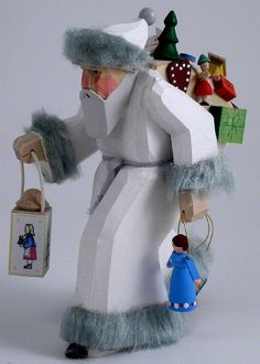 "Bettina Franke Holzkunst ""White Santa Carrying Lantern"""