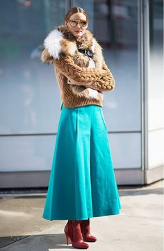 Olivia Palermo proved that cold-weather fashion can still be chic, hitting the New York Fashion Week circuit in a chunky camel cable knit and a bright turquoise midi skirt, with a fur stole, Westward Leaning shades, and burgundy Louboutin boots. Fall Fashion Outfits, Mode Outfits, Fashion Week, New York Fashion, Winter Outfits, Winter Fashion, Fashion Tips, Skirt Outfits, Paris Fashion