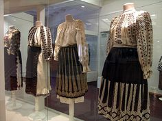 Costume oltenesti sec XIX brodate in relief cu fir de aur si de argint. XIX-th century Romanian Folk Costumes from Oltenia, Valcea and Mehedinti county. Folk Costume, Costumes, Folk Fashion, Dress Me Up, Traditional Art, World Of Fashion, Style Me, Textiles, Fashion Design