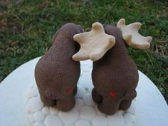 moose cake toppers with hearts on the butts...too cute