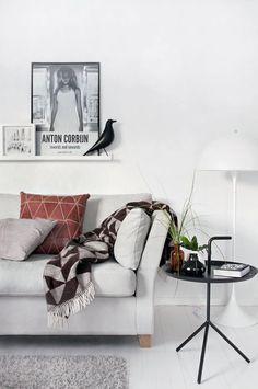 Furniture - Living Room : scandinavian style (via Interior inspirations) - my ideal home. Living Room Modern, Living Room Interior, Home Living Room, Living Area, Estilo Interior, Interior Styling, Living Room Inspiration, Interior Design Inspiration, Deco Design