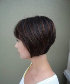 Nice 48 Cute and Stunning Bob Hairstyle Ideas You Will Love. More at https://trendwear4you.com/2018/03/26/48-cute-and-stunning-bob-hairstyle-ideas-you-will-love/