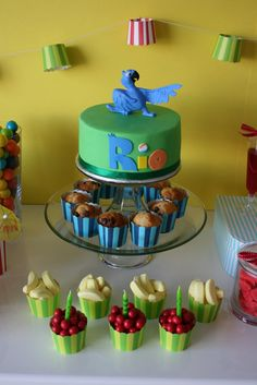 Cute idea for Rio Birthday Party with lots of colored balloons! Rio Birthday Parties, Baby Birthday, Birthday Ideas, Theme Parties, Rio Cake, Kids Party Finger Foods, Rio Party, Cookie Cake Birthday, Birthday Cakes