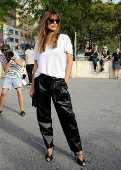 Style Acne T-shirt, Alexander Wang trousers, Maison Margiela shoes