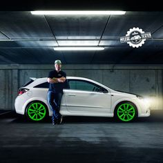 Bühne frei für den zweiten Markenbotschafter-Kandidaten Marvin (31). Er hat seinen Opel Astra H OPC mit giftgrünen Schlappen und insgesamt 240 Pferdestärken mitgebracht. Gefällt Dir? Dann gib ihm Deine Stimme: http://www.test-offensive.de/mb2016