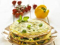 Herzhafte Pfannkuchentorte mit Gemüse und Basilikum ist ein Rezept mit frischen Zutaten aus der Kategorie Pfannkuchen. Probieren Sie dieses und weitere Rezepte von EAT SMARTER!