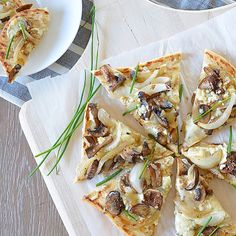Caramelized Onion, Mushroom And Blue Cheese Flatbread
