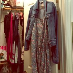 Forever 21 denim floral button up dress Cute dress- you can pair it with a denim jacket like shown in the picture to elevate the look! Forever 21 Dresses Midi