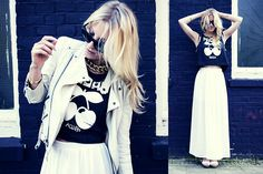 River Island Pacha Cropped Top, Ray Ban Foldable Wayfarer, New Look Gold Chain Necklace, Geox White Leather Wedges