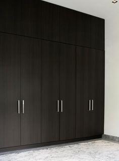 mooie strakke kastenwand met optimaal gebruik bovenruimte