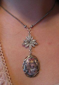 Alice in wonderland jewelry  www.alicenwonderland.com
