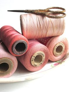4 Pink Spools collection cotton thread spools bobbin vintage supplies sewing room by LemonRoseStudio on Etsy Vintage Sewing Rooms, Vintage Sewing Notions, Sewing Box, Sewing Tools, Little Mercerie, Thread Spools, Everything Pink, Sewing Accessories, Vintage Cotton