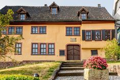 Reiseplaza: Das Bachhaus in Eisenach Mansions, House Styles, Outdoor, Home Decor, Family Vacations, House, Outdoors, Decoration Home, Room Decor