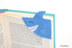 ♥ Handmade felt shark corner bookmark      Sharky is a ferocious shark that will protect your precious readings.  Adopt a domestic shark; he will take