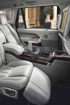 nice 10 luxury cars best photos Exotic Cars, Luxury Cars Interior, Luxury Suv, Range Rover Evoque Interior, Land Rover Autobiography, Range Rover Black, Range Rover Sport, Muscle Cars, Range Rovers