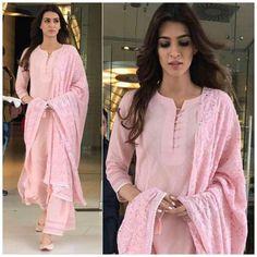 Designer Kurtis, Indian Designer Suits, Dress Indian Style, Indian Dresses, Indian Outfits, Kurti Neck Designs, Kurta Designs Women, Plain Kurti Designs, Indian Attire