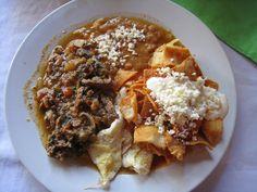 Así son los desayunos alrededor de todo el mundo-En México la carne con chilequiles, y otras golosinas surtidas se comen sobre todo en Manzanillo. Los nachos, el queso, y los frijoles siempre están muy presentes en un delicioso desayuno picante a la norma.