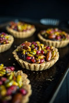 Pomegranate Pistachio Tarts 16 Delicious Pomegranate Desserts To Eat This Winter Tart Recipes, Baking Recipes, Sweet Recipes, Vegan Recipes, Dessert Recipes, Dutch Recipes, Vegan Foods, Pomegranate Dessert, Pomegranate Recipes Cake