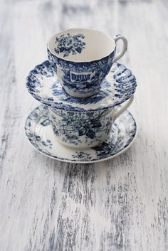vintage treasures ~ blue and white tea cups!