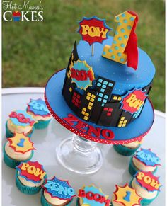 superhero cake and cupcakes with actual superheroes on cupcakes Superman Birthday Party, Avengers Birthday, First Birthday Parties, 5th Birthday, Cake Birthday, Birthday Ideas, Festa Pj Masks, Superman Cakes, Anniversaire Star Wars