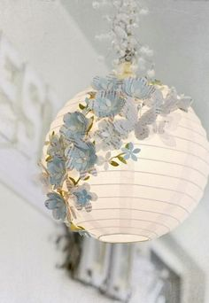 Laterne Schmetterlinge Garten Deko Idee Paper Crafts - The Ultimate Craft Ideas Paper crafts had bee White Lanterns, Paper Lanterns, Paper Lamps, Diy Projects To Try, Craft Projects, Craft Ideas, Decor Ideas, Decoration Shabby, Floral Decorations