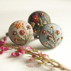 Set of three Blumen rings  by Eva Thissen Gallery