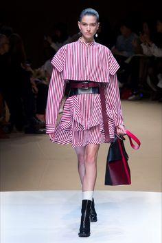 Sfilata Alexander McQueen Parigi - Collezioni Autunno Inverno 2018-19 - Vogue