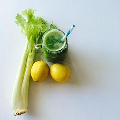 My favorite green juice 💚  3-4 kale leaves 1 celery stalk  1/2 -1 lemon  2 apples  All organic 🙏🏻 . . .  #juicing #rawjuice #rawvegan #rawfood #vegan #detox #vitamins  #plantbased #plantpower #veganlife #govegan #freshjuice #vegansofig #veganfoodshare #veggies #fruits #healthy #fitness #workout #superfood  #organic #juicer #tuoremehu #greens #greenjuice #mehulinko #vegaani #kasvisruoka #rawsome #veganism