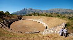 L'Anfiteatro - Alba Fucens by peet-astn, via Flickr
