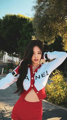Find images and videos about kpop, blackpink and jennie on We Heart It - the app to get lost in what you love. Kim Jennie, Yg Entertainment, Kpop Girl Groups, Kpop Girls, K Pop, Black Pink Kpop, Chanel Outfit, Babe, Blackpink Photos