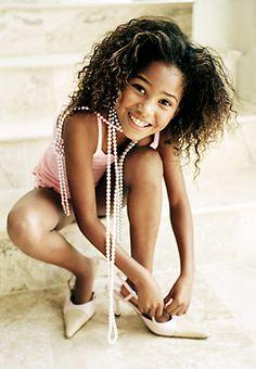 black girl playing dress up Childrens Makeup, Japanese Kids, Beauty 101, Kids Zone, Abercrombie Kids, Playing Dress Up, Tween, Wonder Woman, Superhero