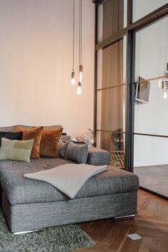 Ein Loft im Industrial Style - Wiener Wohnsinnige Homestory Soho House, Loft, Industrial, Bed, Furniture, Home Decor, New York Apartments, White Apartment, Tall Ceilings