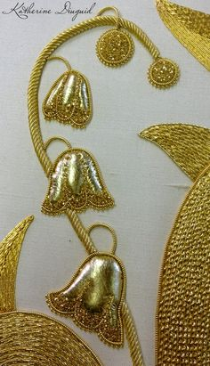 Katherine Diuguid: RSN Goldwork: (detail) ♦F&I♦ Tambour Embroidery, Embroidery Works, Types Of Embroidery, Gold Embroidery, Embroidery Applique, Embroidery Stitches, Embroidery Patterns, Ideias Diy, Lesage