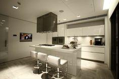 cocina americana moderna luminarias televisor