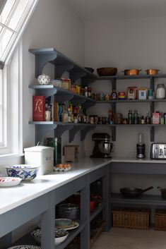 Our Longford Pantry in the Humphrey Munson showroom in Felsted, Essex has beautiful handmade cabinetry painted in a cool and calm grey colour palette. Kitchen Pantry Design, Open Plan Kitchen, Country Kitchen, New Kitchen, Kitchen Decor, Kitchen Ideas, Kitchen Planning, Kitchen Seating, Kitchen Paint