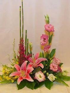 Tropical Floral Arrangements, Creative Flower Arrangements, Flower Arrangement Designs, Ikebana Flower Arrangement, Church Flower Arrangements, Beautiful Flower Arrangements, Flower Designs, Beautiful Flowers, Altar Flowers